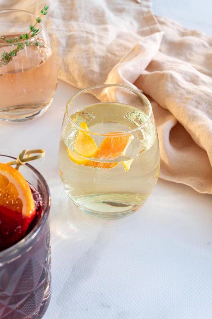 Refreshing white wine spritzer